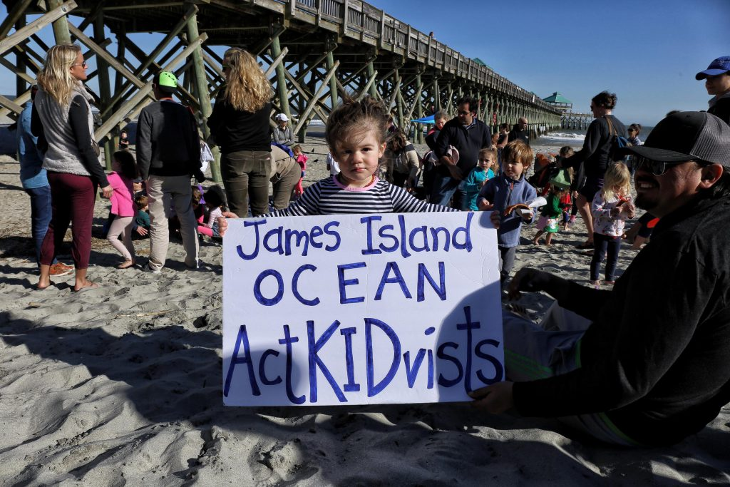 Kids with the James Island Ocean Actkidvists group clean up litter on Folly Beach (Courtesy: Victoria Hansen, SC Public Radio)